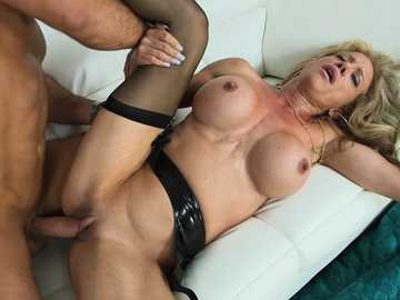 A luscious MILF Raquel Sultra gets good hardcore pussy fucking adventure