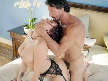 Cheating babe Tory Lane reveals her tattoos and fucks with a man doggy style